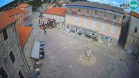 Jelsa: Jelca center Pjaca, City Square - Overdag