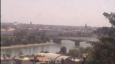 Daylight webcam view from Budapest: Pest, Danube Bank, Chain Bridge