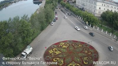 Иркутск - Иркутская область, Россия: Онлайн-камера на фитнес-клубе «Весна», в сторону бульвара