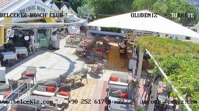 Daylight webcam view from Oludeniz: Belcekiz Beach Club − Ölüdeniz Plajı − Belcekiz Beach Hotel − Paragliding Oluden