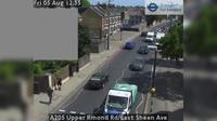 London: A Upper Rmond Rd/East Sheen Ave - Day time