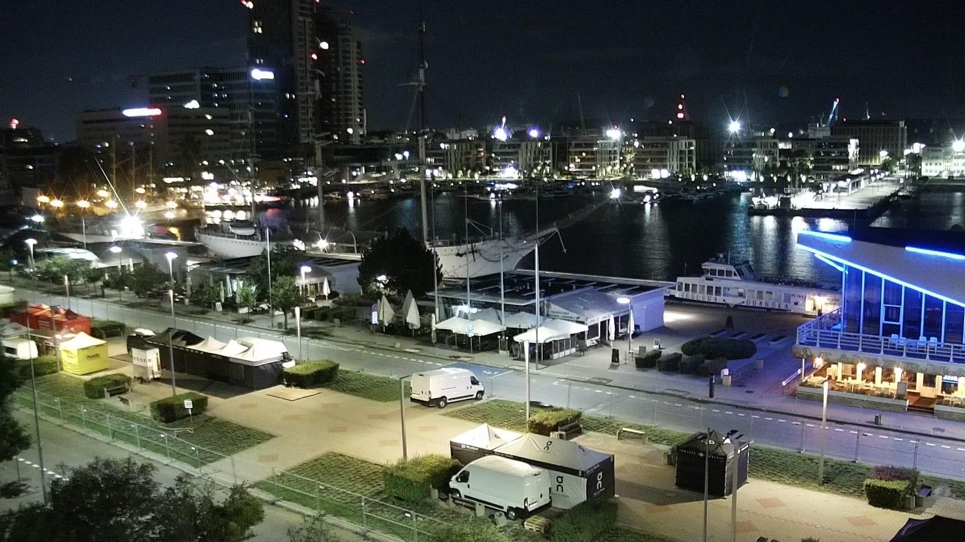 Webcam Gdynia: Skwer Kościuszki i al. Jana Pawła II