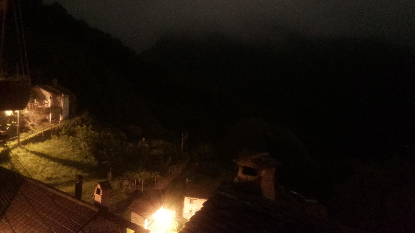Webkamera Indemini: links Monte Tamaro mit Alpe Sciaga recht