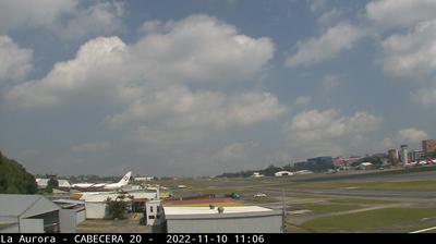 Vista de cámara web de luz diurna desde La Aurora: Aéroport International − Ville (Vue Courtoisie D'Aeroclub GT)