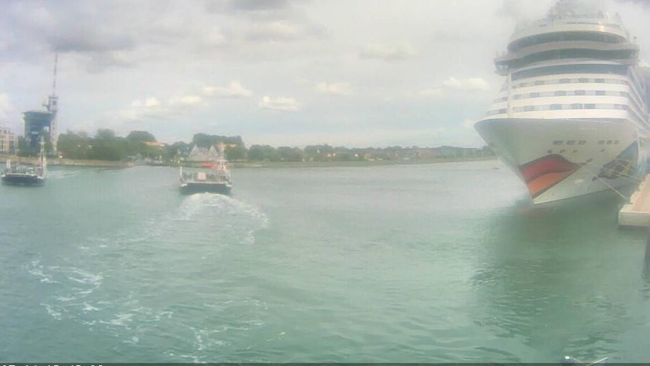 webcam Oldendorf: Rostock − Überseeport und Aker Werft