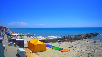 Daylight webcam view from Zheleznyy Port: › South: Stambul − Кафе Тройка − Тройка Готельний комплекс − Chorne Sea