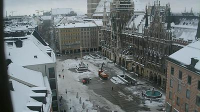 Daylight webcam view from Munich: Marienplatz