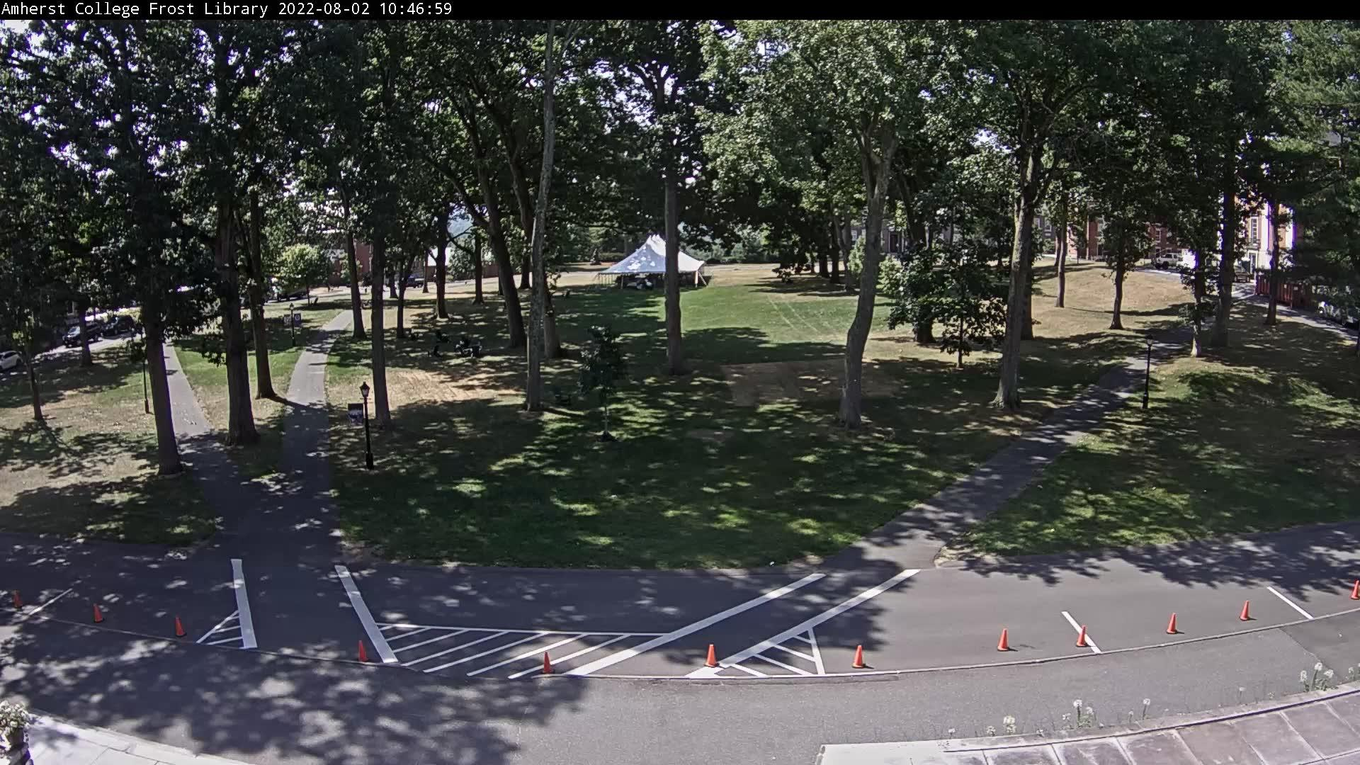 Webcam Amherst Center: Amherst College Main Quadrangle