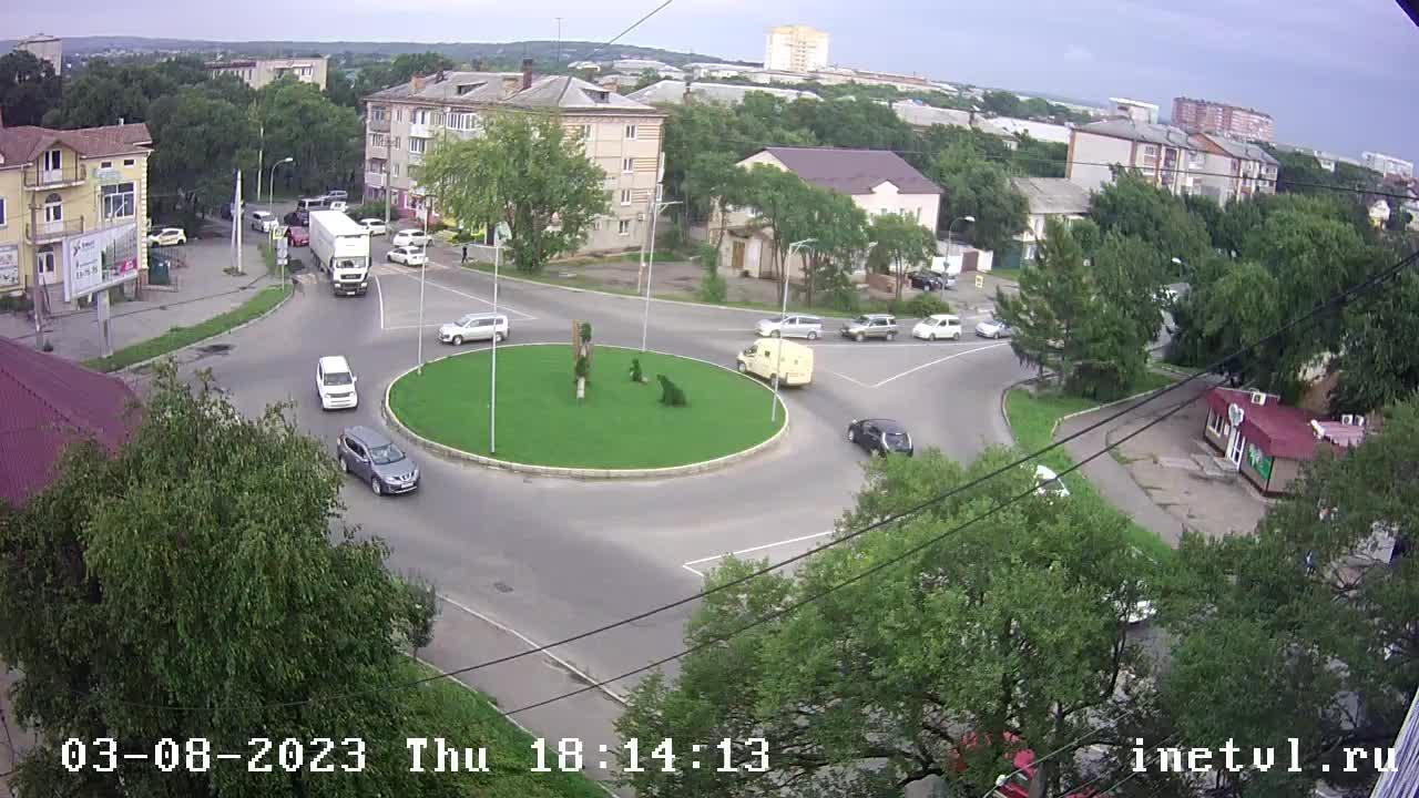 Webkamera Ussuriysk: Садовая 3а Вид на кольцо ул.Садовая и п