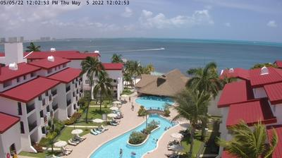 Daylight webcam view from Cancún: The Royal Cancun