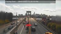 New York: Brooklyn Bridge - Ped Walkway - El día