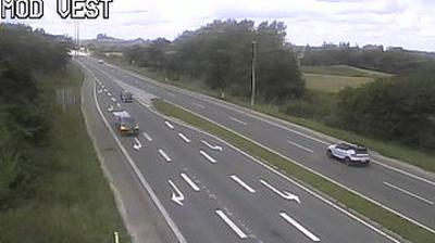 Daylight webcam view from Essig: Tirstrup, Ebeltoftvej, Blickrichtung West
