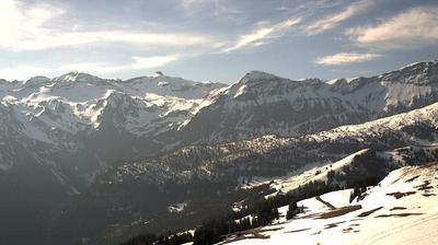 Vista de cámara web de luz diurna desde Gummeli: Lenk Betelberg, Bergstation Wallegg