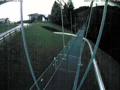 Sattel: Fussgängerhängebrücke