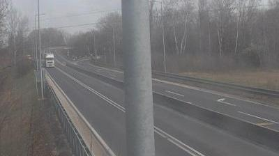 Daylight webcam view from Pestimre: M0 − 28,5 km] M0 csomópont [M5 felé
