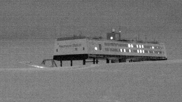 Webcam Neumayer Station: Icy Views in Ny-Alsund, Neumayer