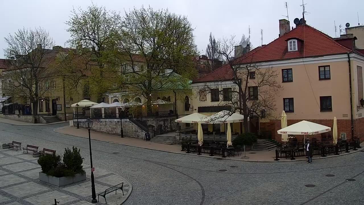 Webcam Sandomierz: Rynek w Sandomierzu − widok na ratusz