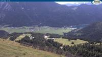 Ultima vista de la luz del día desde Achenkirch: Achensee