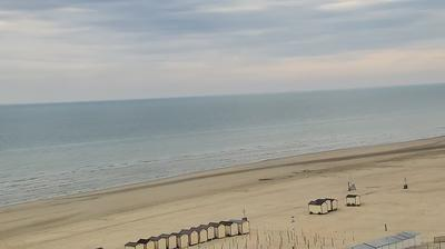 Current or last view from De Panne: Sea promenade beach strand