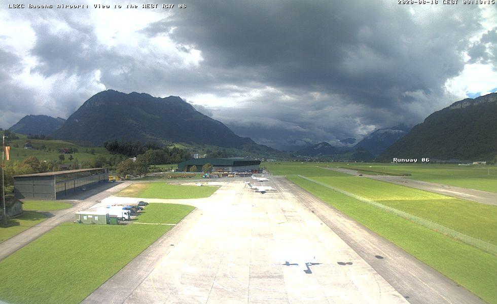Ennetbürgen: Flugplatz Buochs LSZC richtung west Pilatus
