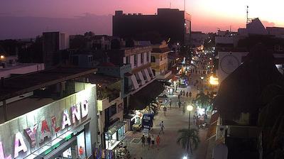 Vista de cámara web de luz diurna desde Playa del Carmen: Quinta Avenida