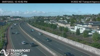 Daylight webcam view from MOUNT ROSKILL › South: SH20 Hayr Rd Overbridge